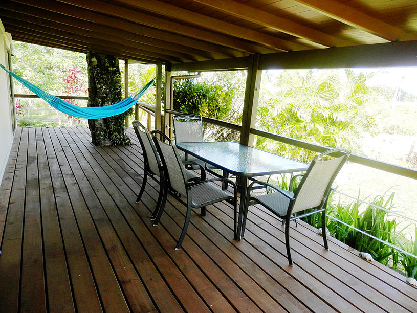 Dining for up to 6. Full size luxury hammock. BBQ gas grill available